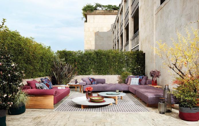 """Die """"Cassina Perspective Goes Outdoor"""" collection zeigt eine ganze Welt"""