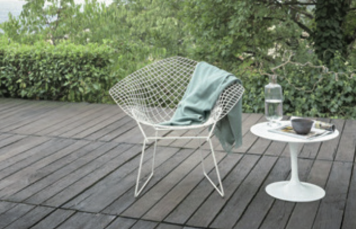 Die Outdoor-Variante des Bertoia Diamond Chairs